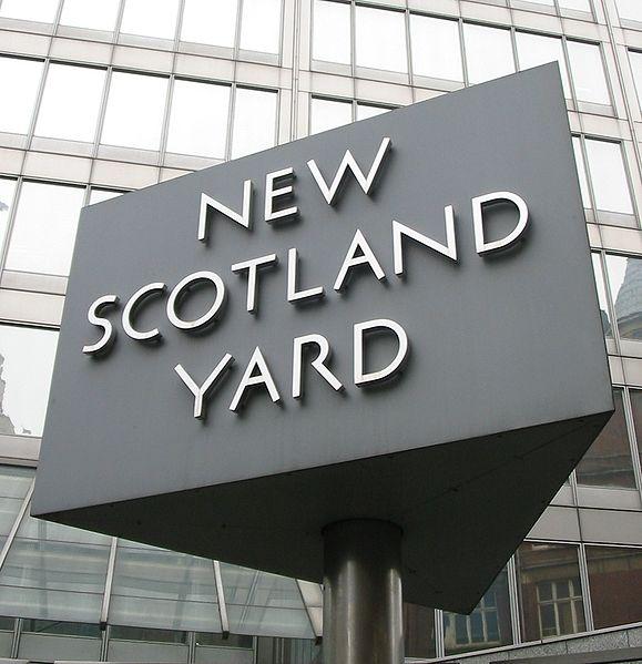 579px-New_Scotland_Yard_sign_3