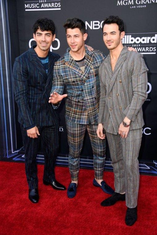Jonas-Brothers-Rewalk-a-Red-Carpet-Billboard-Music-Awards-2019